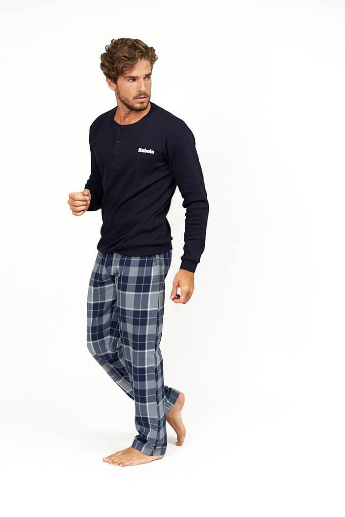 Pijama azul con cuadros