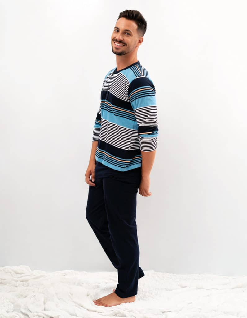 Pijama combinado liso y rayas