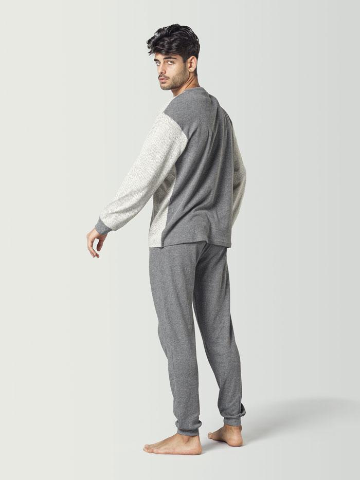 Pijama de invierno blanco y gris para hombre
