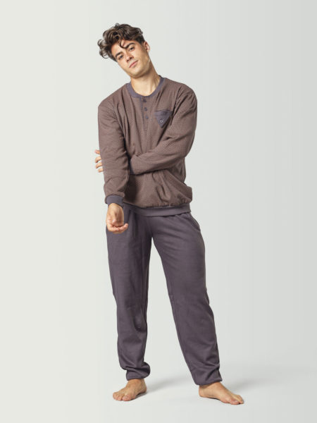 Pijama largo marrón con puños para hombre