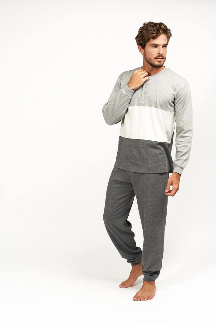 Pijama grises